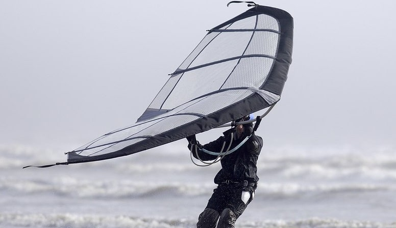 The wingsurf: towards a general public evolution of the kitesurf?